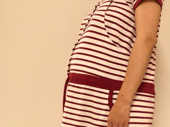 妊娠中のむくみの原因は、ホルモンの変化、血液量の増加、赤ちゃんによる血管の圧迫