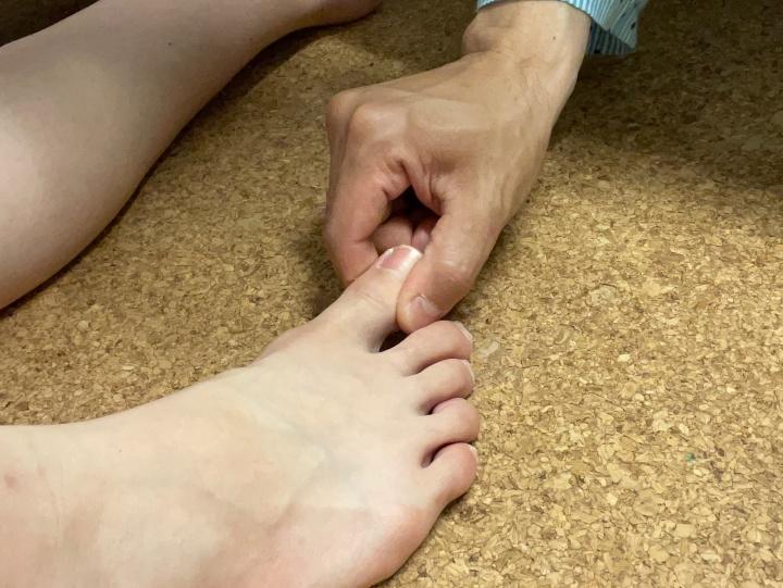 足の指はとっても気持ちがいいので、おまけでやると喜ばれます。