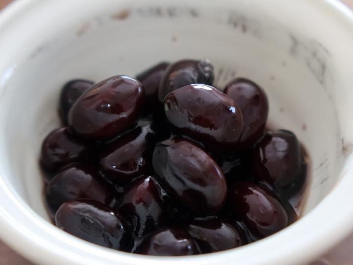 黒豆 水分代謝を整えて肌の乾燥を改善し、余分な水分を排出